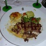 Filet de boeuf sur le grill, gratin Dauphinois, légumes de saison, sauce Béarnaise