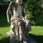 Statue devant le bâtiment de la galerie de botanique