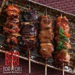 Yakitori- Brochettes Japonesas, variedades de carnes, vegetales, hongos, pescado con salsas case
