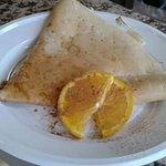 Crepe zucchero, succo d'arancia e cannella