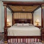 The Wiseman Room en suite bathroom features a walnut encased copper tub.