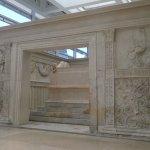 Meraviglia dell arte romana,conservata in una teca costruita da un architetto per poter mantener