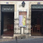 Wine Bar do castelo from the street, with a map to identify the wine/port regions of Portugal.