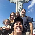Travelers' family in fron of the Christ statue