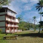 El Hotel frente al mar Caribe.