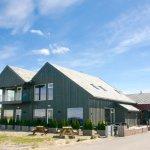 Strandhuset på Ølberg ligger rett på stranden