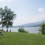 Lungo Lago Bosisio Parini a soli 5 minuti a piedi dal nostro hotel,