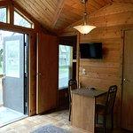 Deluxe Studio cabin. Sleeps up to 4 people. Cable tv, mini fridge, bedding, bathroom, heat, A/C.