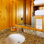King Deluxe Cabin Bathroom
