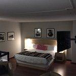 La cama de la habitación superior es muy cómoda , grande . Muchos detalles de un 5, aunque el gi