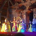 Legong and Barong Waksirsa Dance Foto