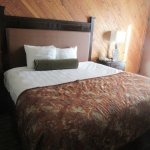 King Size Bed, Best Western Plus Tree House, Mt. Shasta, Ca
