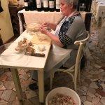 La signora che prepara la granseola...