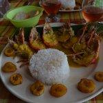 Gambas, riz blanc et banane planteur