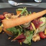En entrée : asperges ou salade et melon. Entrecôte...menu à 26€/personne. Un délice !