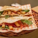 Dies ist die Spargel-Piadina, welche derzeit saisonal angeboten wird.