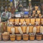 Un bazar che vende i prodotti della barriera corallina