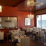 la salle de restaurant, esprit lounge et vue imprenable sur l'océan
