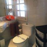 Bathrooms equipped with hair driers / Baño con secador de pelo