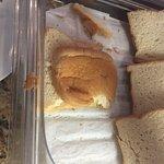pan roto y reseco...