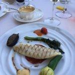 poisson et sa béarnaise aux épices, fleur de courgette farçie