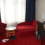 Das Hotel ist preiswert, einfaches Einrichtung, aber Innenhof mit Mülltonnen; sehr schade!