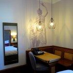 Desk area of Room 430 - Platzl Hotel - Munich (17/May/17).