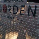 Foto de Red Wall Garden Hotel