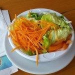 Cibo del ristorante interno: Insalata di contorno
