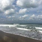 Photo de Seminyak Beach