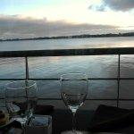 Desayuno en Resto del Hotel con vista al Rio de La Plata