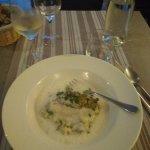 Plat poisson, crème blanche et brocolis.