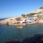 die Bucht Cala Lliteras mit Sa Cova Bar