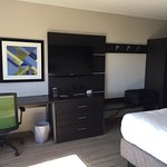 Photo de Holiday Inn Express Hotel & Suites St. Petersburg North I-275