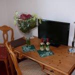 Zimmer beim Einchecken mit dem gewünschten Blumenstrauß