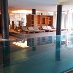 Pool mit Sicht Richtung Fitnessraum