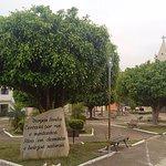 Praça com igreja