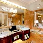 Guestroom's Bathroom 客房浴室