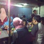 Ruang Makan Bebek Goreng Tugu Pahlawan Surabaya