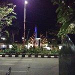 Tugu Seberang Bebek Goreng Tugu Pahlawan Surabaya