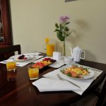 table for 2 is an option, or share a larger table with others for breakfast