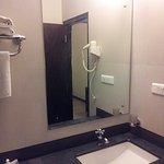 Photo de The Hotel Elegance