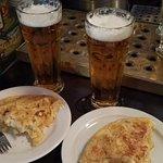 """Pincho de tortilla y """"Caña"""" Pilsner Urquell"""