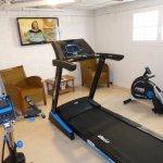 """Mini salle de sport"""" rameur, velo et tapis de course à votre disposition"""