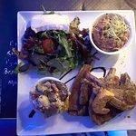 Assiette des Pérots-Quais, côtelette d'agneau thym romarin, beurre de chorizo...