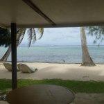 les bungalows plage sont au pied du lagon avec vue sur Huahiné