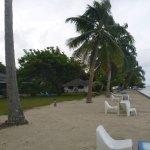 le lagon, la plage, et les bungalows plage
