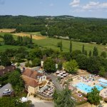 Camping  4* a Sarlat, piscines chauffees 27 °C (heated pools) toboggans (slides), restaurant