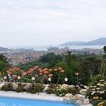 Uitzicht vanuit de tuin naar La Spezia en Porto Venere
