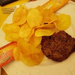 hamburger di carne di bufalo e chips
